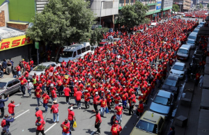 Joukot marssivat Johannesburgissa